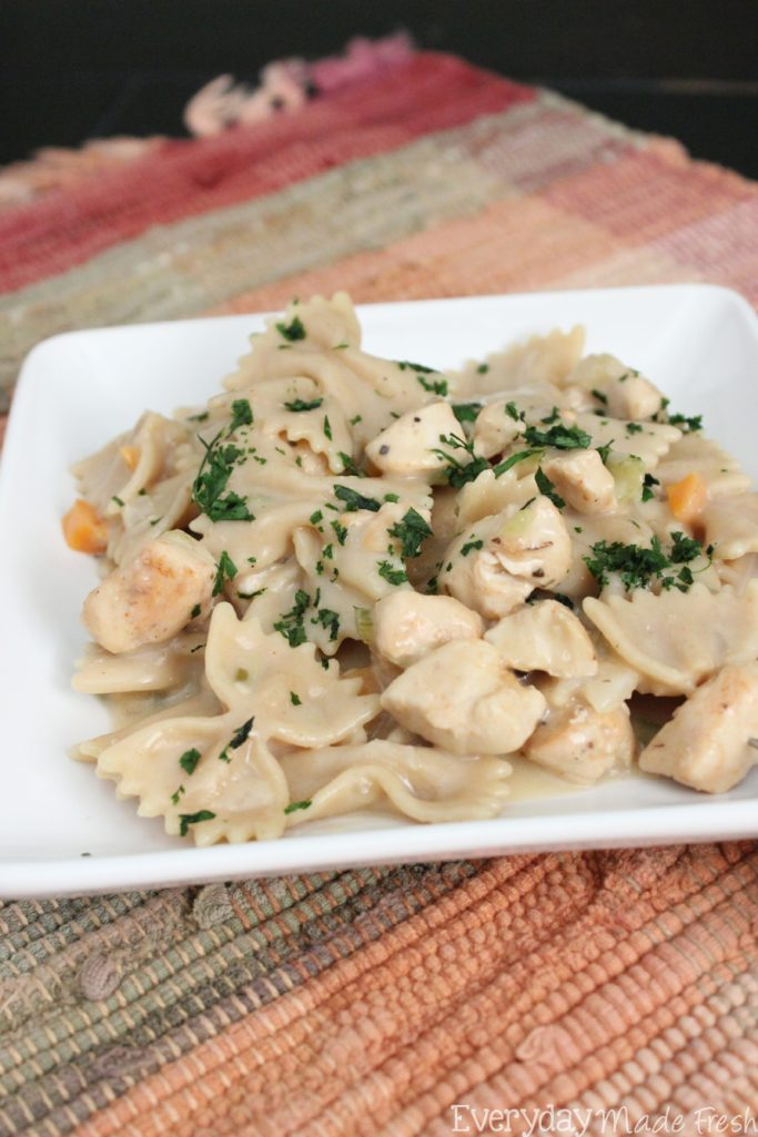 Crustless Chicken Pot Pie Pasta Skillet tastes like a pot pie that's been in the oven for hours. It's the perfect way to enjoy all the yumminess of a pot pie without the crust! | EverydayMadeFresh.com