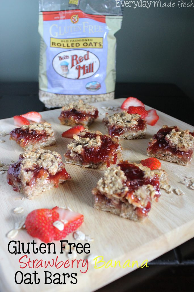Sweet and delectable! These Gluten Free Strawberry Banana Oat Bars are the perfect breakfast or after school treat! #BRMOats | EverydayMadeFresh.com