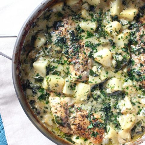 One Pan Chicken & Potatoes in a Creamy Garlic Sauce