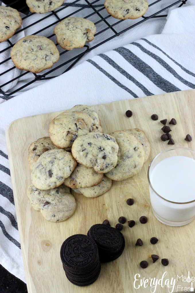 These cakey cookies are simple to make and full of chocolate chips and chocolate sandwich cookies. Cookies & Cream Chocolate Chip Cookies are the cookies for cookie lovers! | EverydayMadeFresh.com