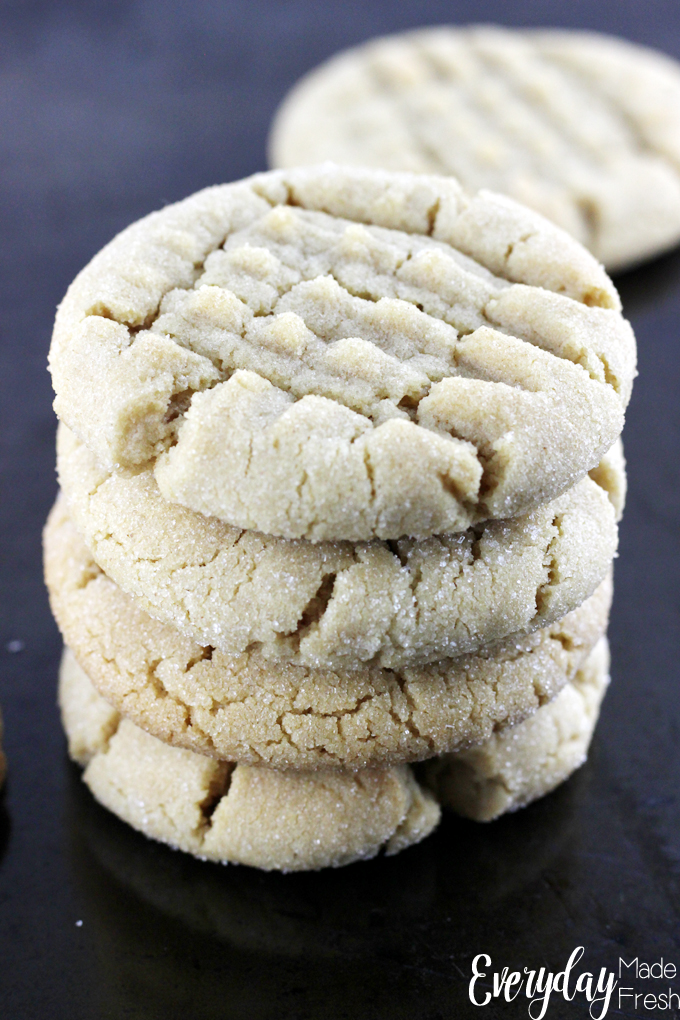 Everyone needs a Classic Peanut Butter Cookie recipe in their collection, and this one is it!| EverydayMadeFresh.com