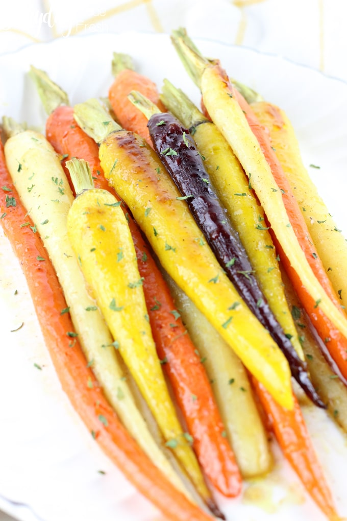 These Orange Maple Roasted Carrots are an easy and delicious side dish that everyone will love. Ready in 20 minutes, and only requires 6 ingredients. | EverydayMadeFresh.com